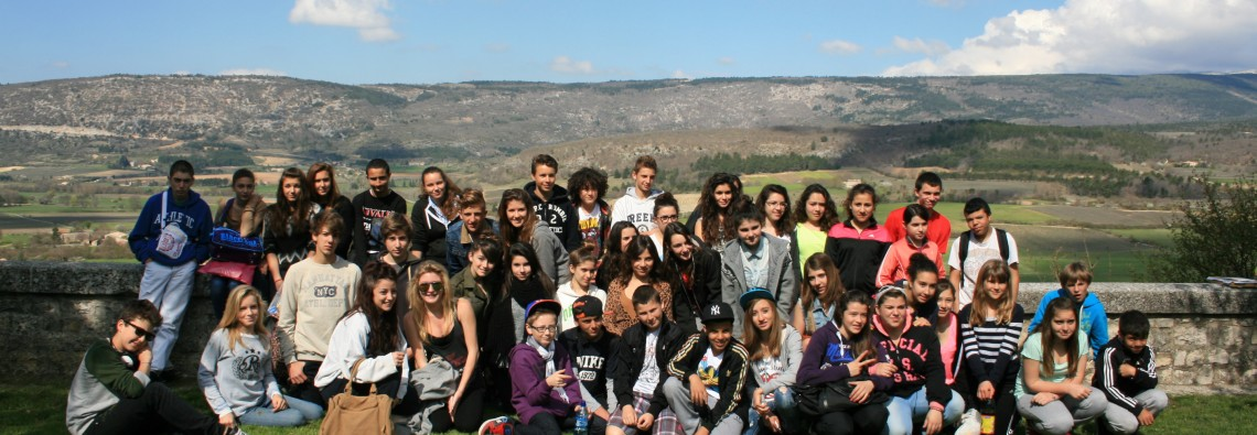 photo du groupe de 48 jeunes